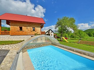 2 bedroom Villa with Pool and WiFi - 5397114