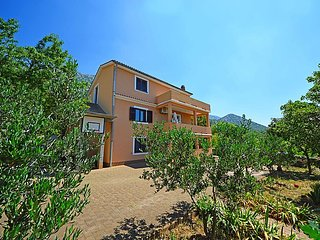 2 bedroom Apartment with Air Con, WiFi and Walk to Beach & Shops - 5027145