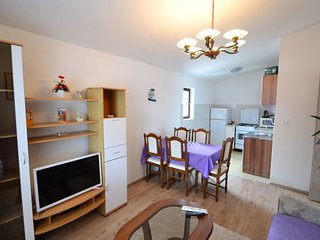 3 bedroom Apartment with Air Con, WiFi and Walk to Beach & Shops - 5397055