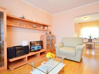 2 bedroom Apartment with Air Con, WiFi and Walk to Beach & Shops - 5333425