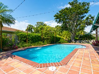 Scenic 4BR Tropical Villa w POOL, 6minutes to Downtown