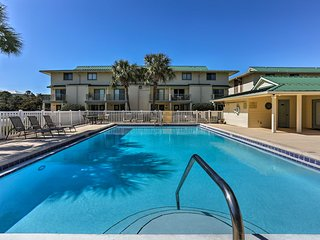 NEW! 2BR Miramar Beach Condo w/Pool-Walk to Shore!