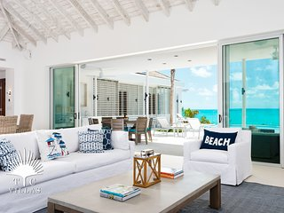 Stunning Turquoise Views at Aguaribay Beachfront 5BR Villa on Long Bay