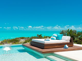 Stunning Turquoise Views at Aguaribay Beachfront 5BR Villa on Long Bay