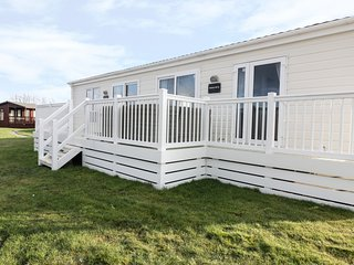 FOXGLOVE LODGE, open plan, near local amenities, in St Merryn, Ref 975546
