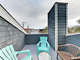 Centrally Located 1BR + Loft w/ Grill & Patio - Steps to the Beach & Bay