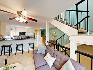Mission Beach Condo, Three Levels w/ Patios - Steps to The Bay and Beach