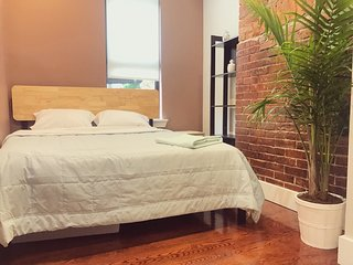 Private room, utilities are included, access to Subway (M, L trains)