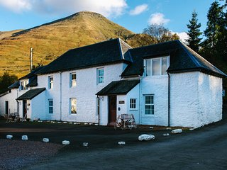 Beautiful 5 star traditional Scottish cottage with mountain views sleeps up to 5