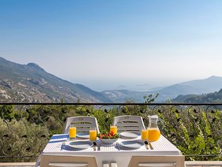 Beautiful Secluded 2 Bedroom Villa with Magnificent Views, Ideal for Honeymoons