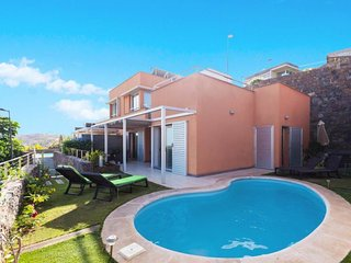 2 bedroom Villa with Pool, Air Con, WiFi and Walk to Shops - 5697738