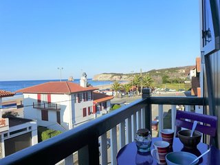2 bedroom Apartment with WiFi and Walk to Beach & Shops - 5699523