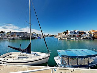 4BR w/ Sundeck Right on Channel Island Harbor, Private Dock, Walk to Beach