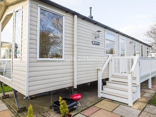 8 Berth Caravan in Hopton Haven Holiday Park, Great Yarmouth Ref: 80035 Conifer