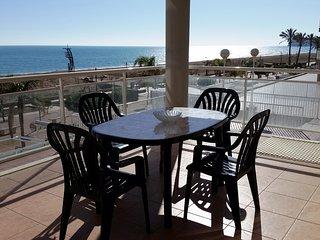 Estupendo apartamento en primera linea de playa, magnificas vistas sobre el mar