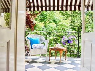 Luxury, Grandeur, Space Terrace Garden Old Town sq, Ch-bridge 2 min yet Quiet