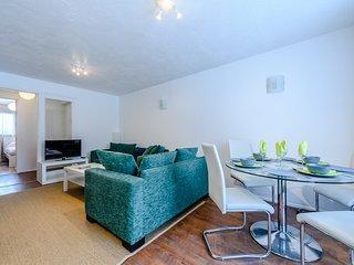 Beautiful 2 bed garden flat Acton - Shepherds Bush  Zone 2. Free Parking - WiFi