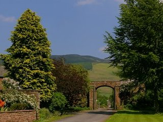 The arched entrance to Melmerby with the Pennines behind