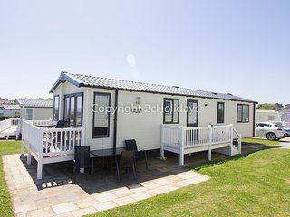 6 Berth Caravan. Full seaview, at Hopton Haven Holiday Park. REF 80041SF