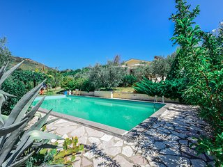 House with private pool northern, billiard, ping pong 60km northern of Rome.