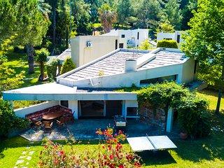 Barrome Shared Pool Villa, Sani