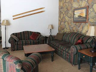 Quaint One Bedroom Condo on Lake Dillon with Views and Clubhouse access