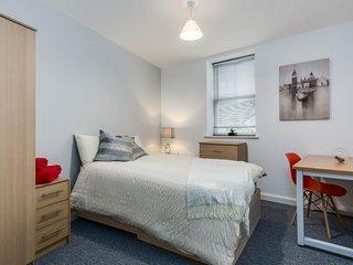 Gorgeous 2 Bedroom Seaside Apartment - F/2