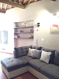 wooden bookshelves matching wooden beams
