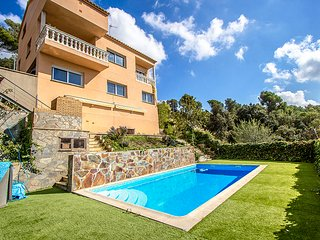 Catalunya Casas: Hillside villa in Sant Feliu with mountain views, 35km from Bar