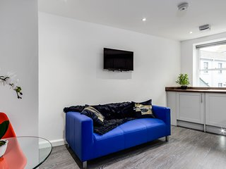 Luxury 2 Bed Seaside Apartment - F/8