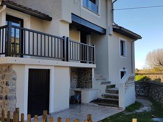 Preciosa Casa reformada a 100 metros de la Playa de Vega.