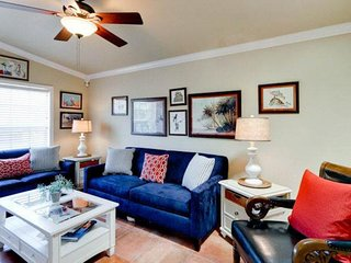 Charming condo w/ shared pool, Gulf views & great location - walk to the beach!