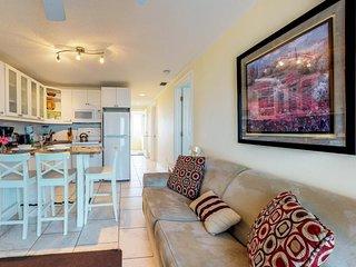Quaint beachfront duplex in ideal location - screened lanai & free trolley!