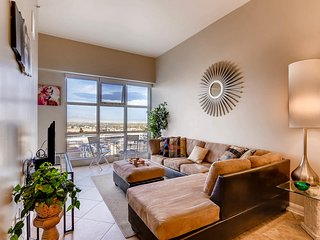 The Ogden #1220 · Amazing 1 BR, Strip Views, Pool & Spa on Roof Deck