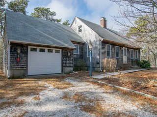 #323: See it all! Close to bayside beaches, downtown, and National Seashore!
