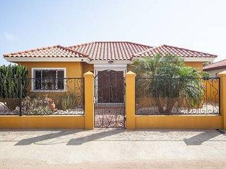 Casa de Aruba - 3 minutes to High Rise Area