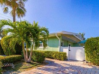 Duplex w/ shared heated pool & terrace - one block to the beach!