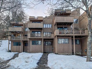 Family condo by the slopes - wood fireplace, balcony, & shared pool