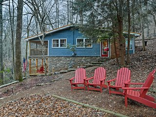 NEW! 2BR Cottage w/ Views of Cane Creek Falls!
