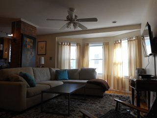 Large 4 bedrooms 2 full bath town house #1 near Harvard Univ