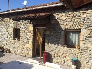 encantadora casa de piedra