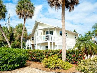 Light-filled home w/ screened balcony - one block to the beach, small dogs OK!