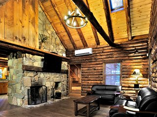 Rivefront Cozy Rustic Lodge