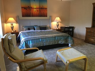 King and Queen Size bed in Hill Country just minutes from Six Flags and Boerne