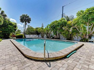 Serene villa w/ shared pool & terrace - 2 blocks to beach, small dogs welcome!