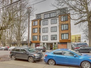 Dog-friendly pair of condos w/ great Eastside location - walk to dining/shopping