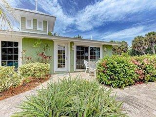 Stylish dog-friendly seaside cottage with a shared pool and community Tiki hut!