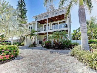 Luxury Gulf view home w/ heated pool, hot tub & roof deck - steps to the beach!