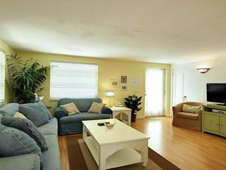 Stylish, relaxing villa w/ shared pool - blocks from the beach & city center!