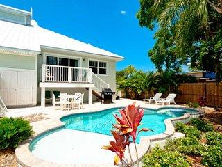 Beautiful, lakeside home w/ upscale amenities, private pool, & fishing dock